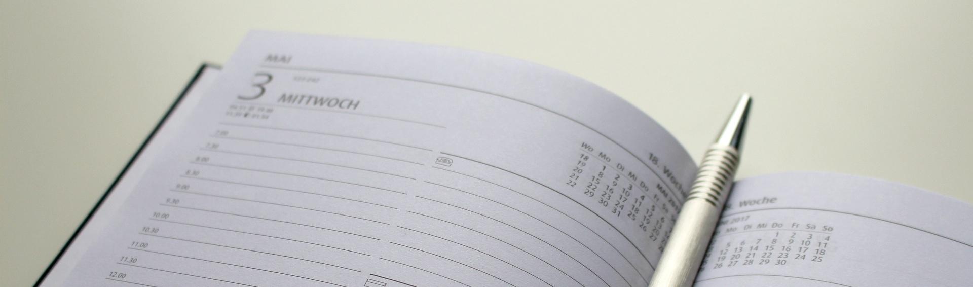 Kalender mit Kuli